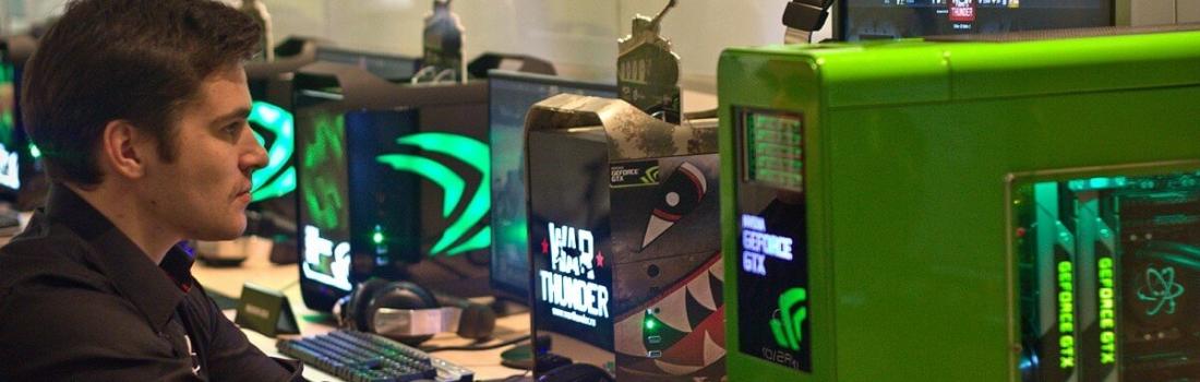Роман Мошников тестирует наземную технику War Thunder, офис nVidia